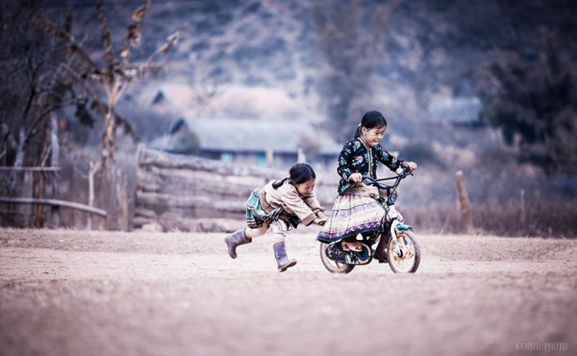 chidren-playing-around-the-world-51vietnam
